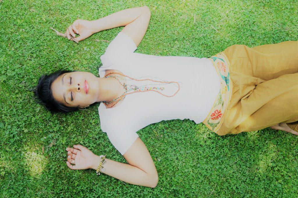 Foto liggend op gras